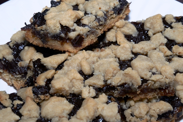 12 shortbread mincemeat bars stacked on a plate