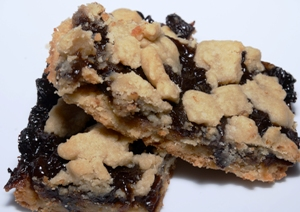 2 shortbread mincemeat bars stacked on a plate